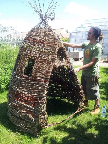 willow playhouse workshop at Writtle with students, made with green willow
